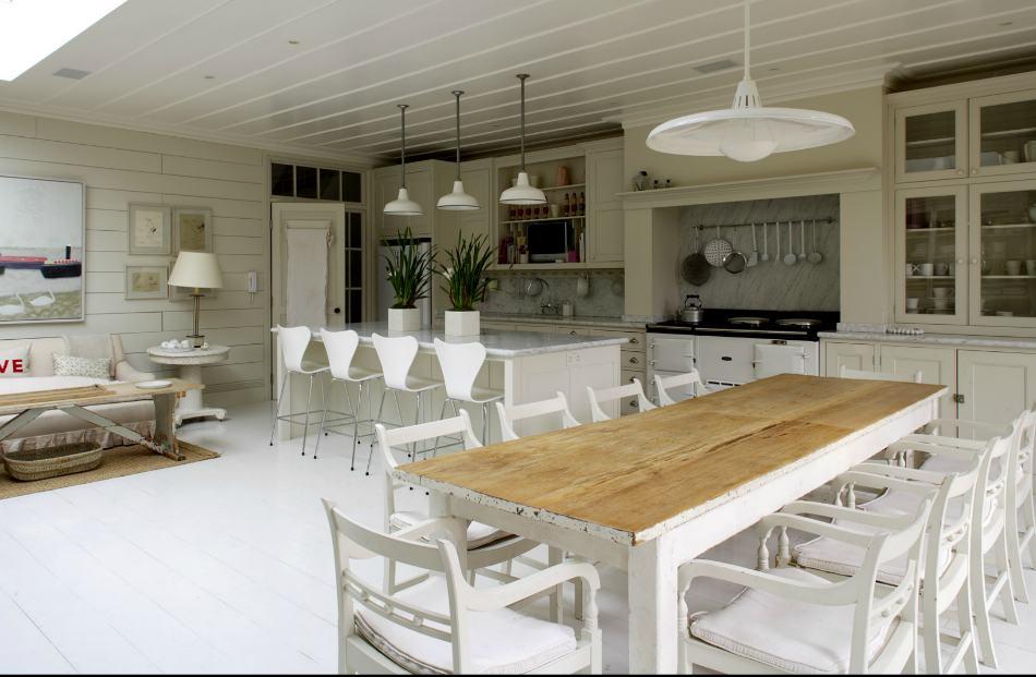 Mesa comedor madera decapada blanca decoraci n chic for Mesas de cocina blancas y madera