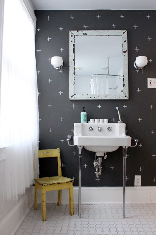 Baño Vintage Pequeno:Chalkboard Paint Bathroom
