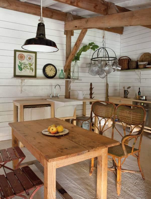 como no podía ser menos  una cocina de cuento, con la mesa de